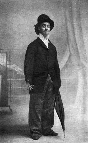 Dan Leno, born George Wild Galvin (1860 - 1904), British music hall comedian dressed as one of his Cockney characters. Date: c.1895