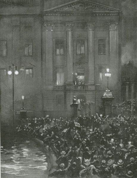 Crowds cheering the King and Queen outside Buckingham Palace following the declaration of war against Germany in 1914
