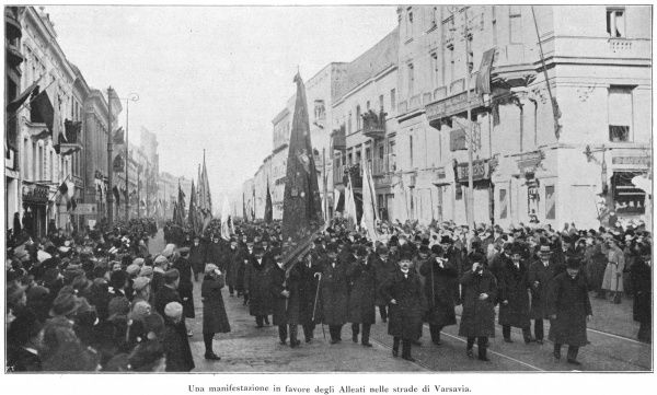 A huge popular demonstration in the streets of Warsaw, at the end of World War One, in support of the Allies who, they hope, will at last give them independence