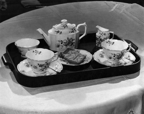 A lovely 'Derby Posies' fine bone china tea set, decorated with roses, including matching teapot, teacups, milk jug and sugar bowl. Date: 1930s