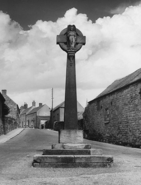 The old stone cross in the small village of Crich, Derbyshire, England. Date: late 1930s