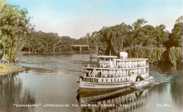 Coonawarra paddleboat approaching the wharves at Echuca, Victoria, Australia