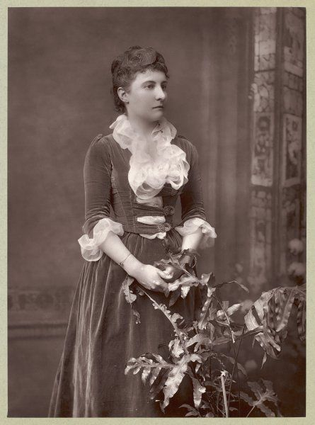 EDITH MAUD SUSANNA SCANNELL an artistic lady who sadly failed to earn an entry in the Dictionary of National Biography so we don't know very much about her