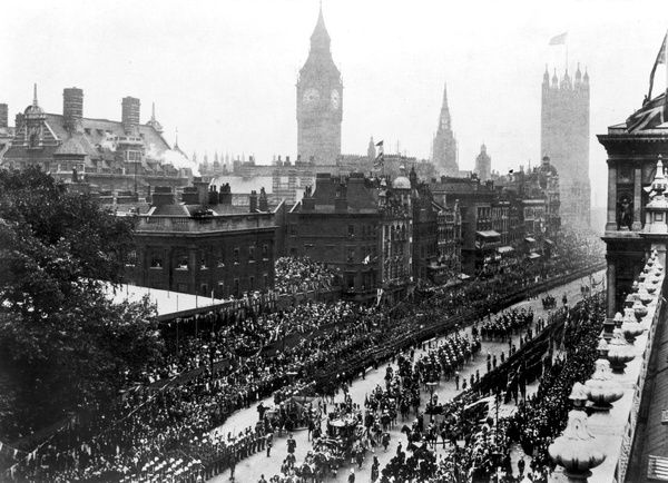 Edward VII's CORONATION PROCESSION with the Parliament buildings in the background