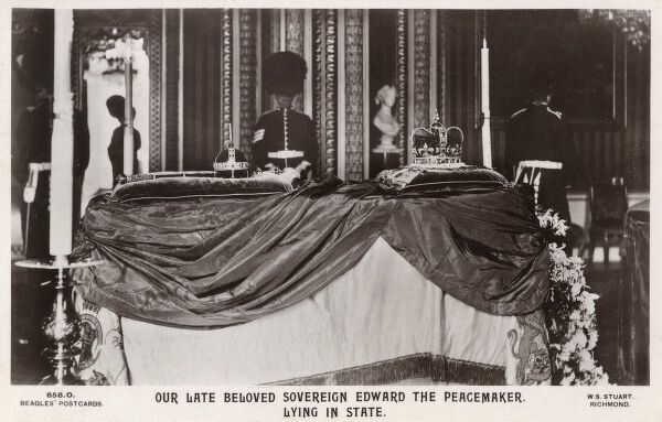 Edward VII - ('Edward the Peacemaker') lying in state in Windsor Castle. Date: 1910