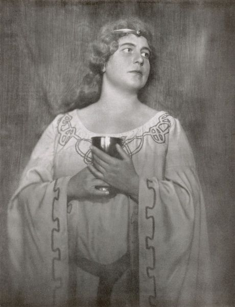 Emmy Streng, soprano singer at the Stadttheater Hamburg, as Isolde, in a production of Richard Wagner's Tristan und Isolde in 1927