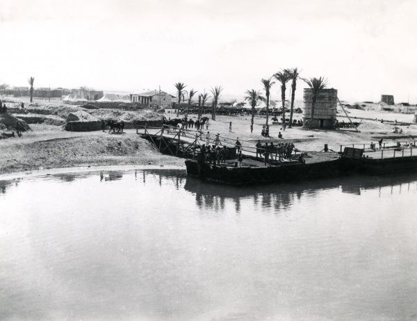 An encampment on the east side of the Suez Canal, Egypt, during the First World War. Date: 6 May 1915