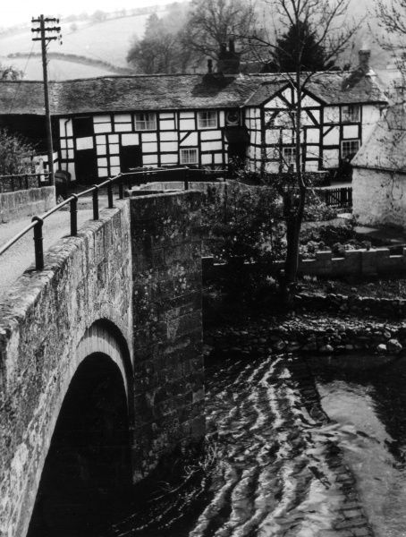The bridge over the River Tanat, at Abertanat, Shropshire, England. Facing the bridge is the 'Horse Shoe Inn', one of Shropshire's oldest licenced houses. Date: 1950s