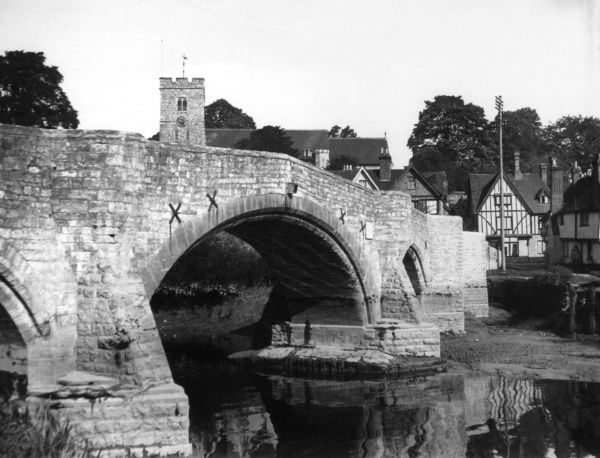 Aylesford, Kent, England. The 14th century stone bridge over the River Medway, has one central arch and six smaller arches. Date: 1939