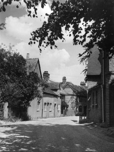 A pretty corner Britwell Salome, a charming village in Oxfordshire, England. Date: 1950s