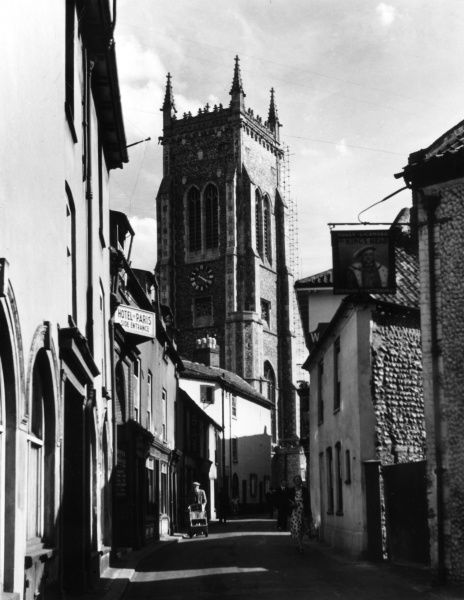 The lovely seaside town of Cromer, Norfolk, England, with Cromer Parish Church towering above its quaint narrow streets. Date: 1950s