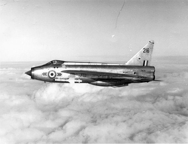english-electric-lightning-f1a-xm216-9889555.jpg