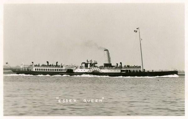 Paddle steamer carrying holidaymakers on the Essex coast of East Anglia. Date: early 20th century