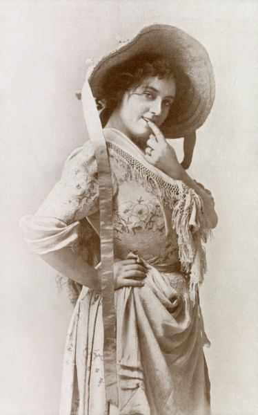 Evie Greene. Actress. English actress and singer who played in Edwardian musical comedies in London and on Broadway. Unattributed photograpic portrait circa 1905