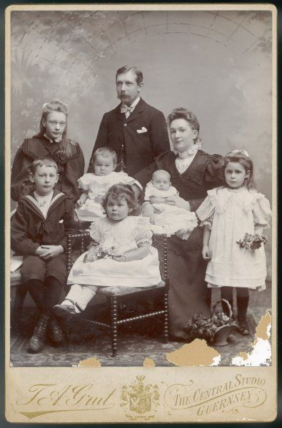 A Guernsey family with six children