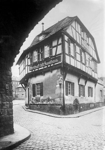 Faust's historic house, near Anheim, Germany. Date: early 1930s