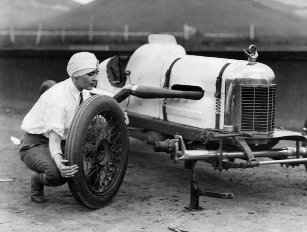 Mademoiselle Maurice Mozette, now Mrs Frederick Lothrop Ames of Boston, Massachusetts, French motor racer, changing a tyre on her car during her visit to Los Angeles, U.S.A. Date: 1930s