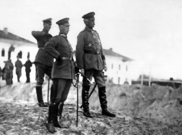 Field Marshal August von Mackensen (1849-1945) (right), German Army officer, and his Chief of Staff, Lieutenant Colonel Gerhard Tappen (1866-1953), watching troops crossing the Danube at Sistovo (now Svishtov), Bulgaria, during the First World War