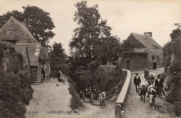 France, Carhaix-Plongeur, Brittany - Delightful rural scene - the convergence of three ways, each heading off in a different direction and at a different angle. Date: circa 1910s