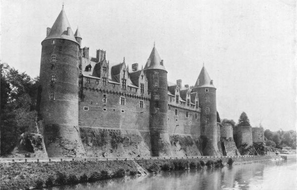 The chateau de Josselin was the seat of the illustrious Rohan family : in 1395 Marguerite de Rohan gallantly and successfully defended it against Simon de Montfort
