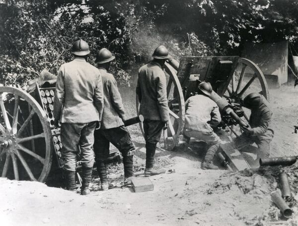 French gunners operating a 75mm gun during the Battle of Doiran, Macedonian Front, in the First World War. This was a battle between Bulgaria and allied French and British forces. Date: August 1916