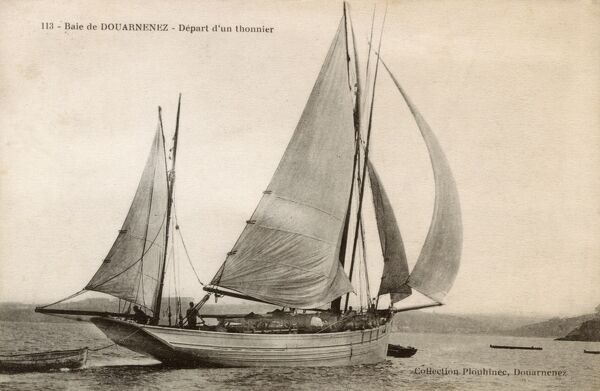 French Tuna Boat leaving the Bay of Douarnenez Date: circa 1910s