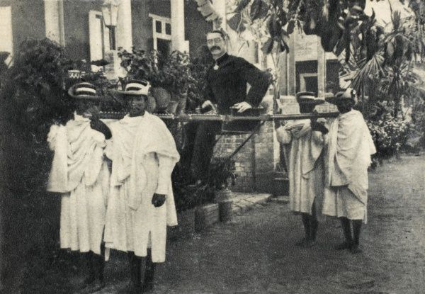 JOSEPH SIMON GALLIENI - French colonial administrator (here carried by Madagascans who loved him) who won legendary fame with 'les taxis de la Marne' in 1914 : photo 1899