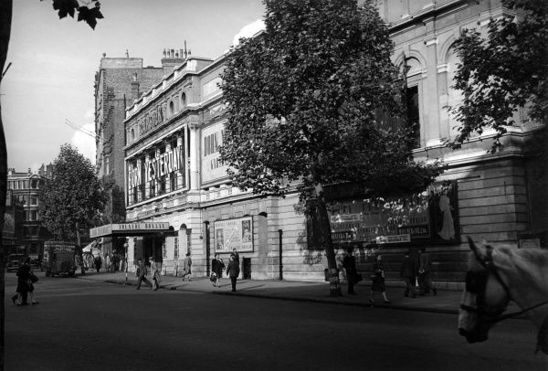 Garrick Theatre on Charing Cross Road, London, presenting Born Yesterday with Yolande Donlan. Date: 1947