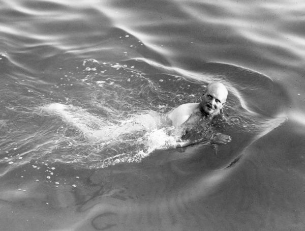 British General William Birdwood (1865 - 1951) swimming at Anzac Cove where he had led a landing of Australian and New Zealand Army Corps troops as part of the amphibious invasion of the Gallipoli Peninsula in Turkey during World War One. Date: 1915