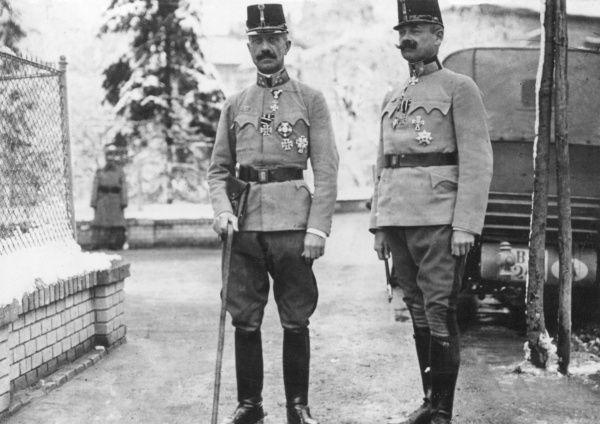 Eduard Freiherr von Boehm-Ermolli (1856 1941), Austrian cavalry general (on left) and his chief of staff, General von Bardolf during World War One. Date