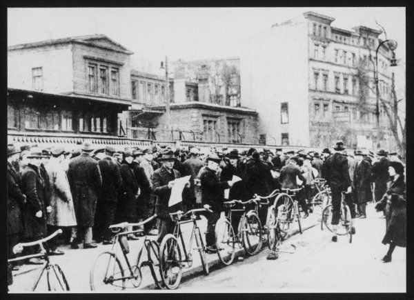 Dole queues in Germany (Weimar Republic)