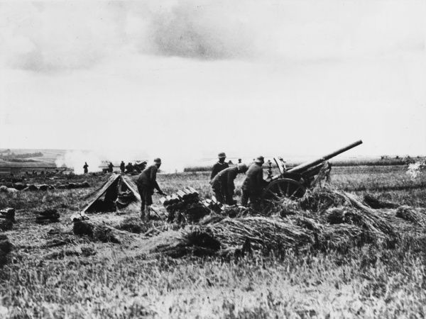 German field gun battery during the offensive on the Western Front in France during World War I in 1918