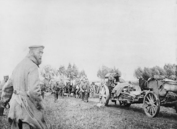 German troops and field guns advance on the Eastern Front