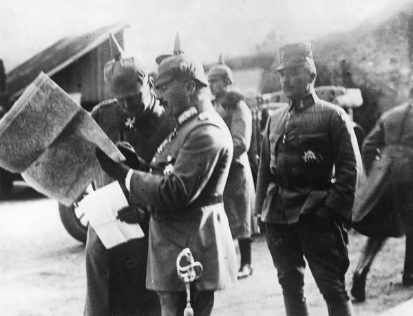 German Generals on the Romanian Front during the First World War, looking at a map. They are General Erich von Falkenhayn (1861-1922) of the Ninth Army and General Konrad Krafft von Dellmensingen (1862-1953) of the Prusso-Bavarian Alpine Corps