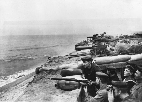 German Naval Corps of a Marine Artillery Regiment keeping watch against enemy attack on the Belgian coast during the First World War. They are on the sea wall, armed with machine guns. Date: circa 1918