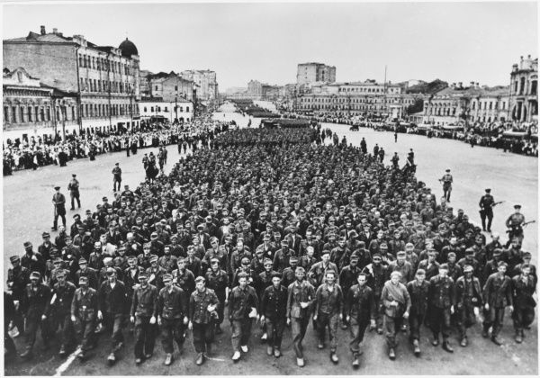 HOME FRONT SCENES German prisoners paraded in Moscow