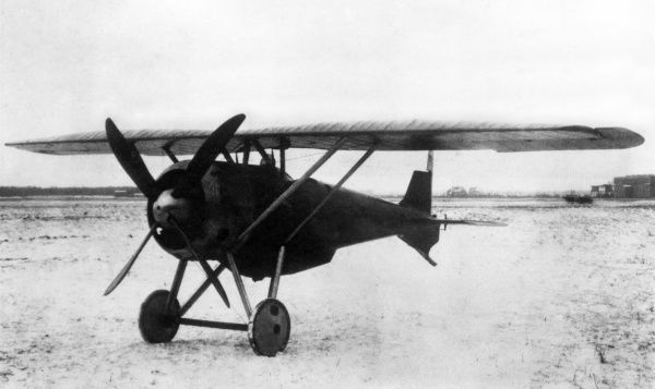 A German Siemens Schuckert D.VI single-seat fighter monoplane with a 180 hp Siemens-Halske engine, fitted with a belly tank that can be jettisoned. It was developed towards the end of the First World War but not used.  circa 1918