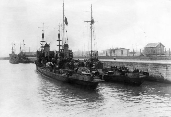 German torpedo boats at the sea port of Zeebrugge, Belgium, during the First World War. Date: May 1918