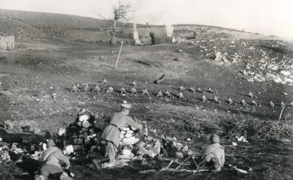 German Saxon Jaeger troops in action near Monastir (now Bitola), Macedonia, during the First World War. Date: December 1916