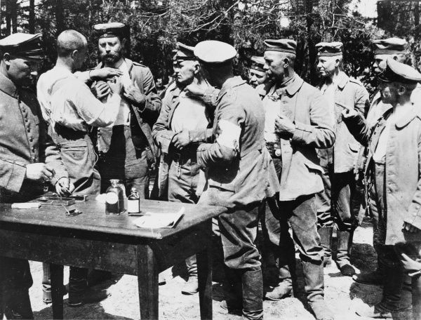 German troops fighting on the Russian Front are vaccinated against cholera