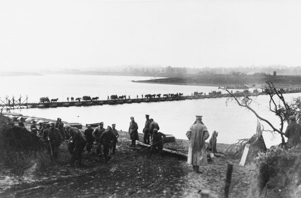 German troops and supplies cross the Vistula river, as the forward lines move eastwards into Russian occupied Poland