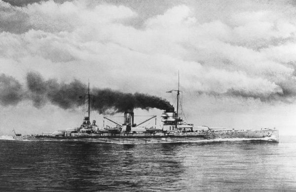 Admiral Souchon's 'Goeben' is one of the most powerful warships of its day, manned by over 1000 men and capable of firing at targets up to 233 km away : top speed 28 knots