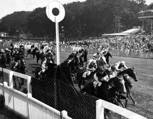 Pharacre winning the Steward's Cup at Goodwood racecourse, Sussex, England. Date: 25 July 1933