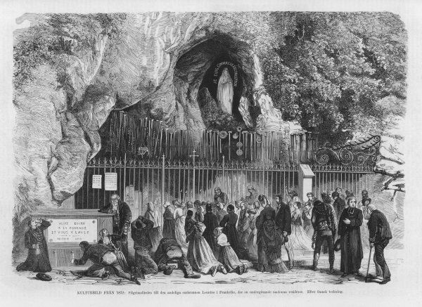 Pilgrims at the grotto - the Spanish caption refers to the Lourdes devotion as a 'popular superstition&#39