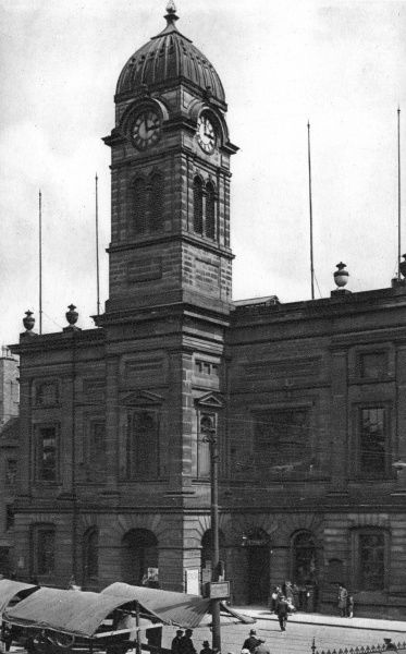 View of the Guildhall (former Town Hall) in the Market Place in the centre of Derby. It was built in 1842. Date: circa 1920