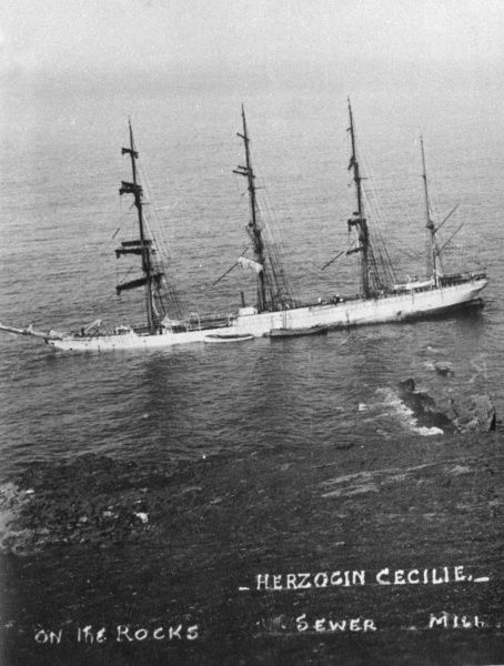 The Herzogin Cecilie, a German four mast barque (Windjammer), named after German Crown Princess Duchess Cecilie of Mecklenburg-Schwerin (1886-1954), on the rocks off Starhole (Starehole) Bay, near Salcombe, Devon, after one of her many races round the world