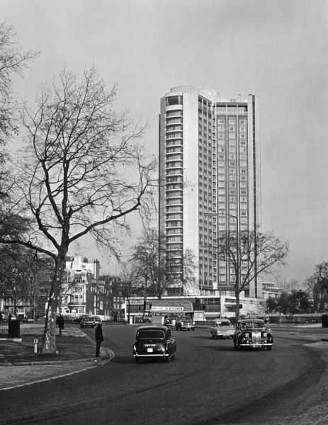 The 28-storey exclusive London Hilton Park Lane Hotel overlooks Hyde Park, central London and is within walking distance of Oxford Street. It was built in 1963. Date: mid 1960s