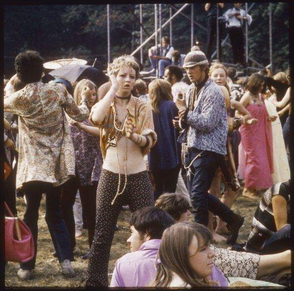 Hippies groovin' at a rock festival at Woburn Park, Bedfordshire, England, during the original 'Summer of Love&#39