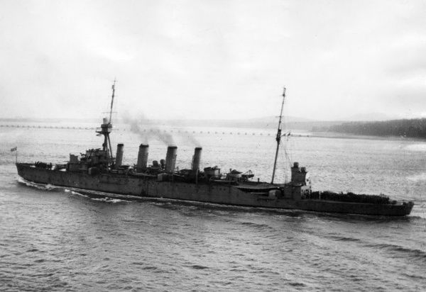 HMAS Sydney, Australian Town-class (Chatham sub-class) light cruiser, launched 1912, served during the First World War, decommissioned 1928. Seen here leaving Rosyth, Scotland. Date: circa 1917