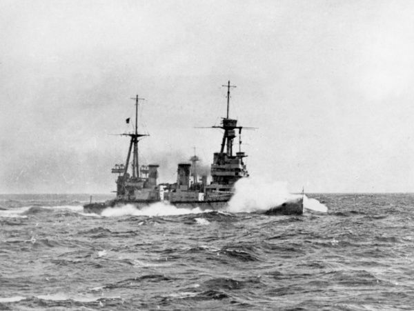 HMS New Zealand, Indefatigable class British battlecruiser (a gift from the government of New Zealand), launched 1911, served during the First World War, decommissioned 1922. Seen here in a rough sea. 1914-1918